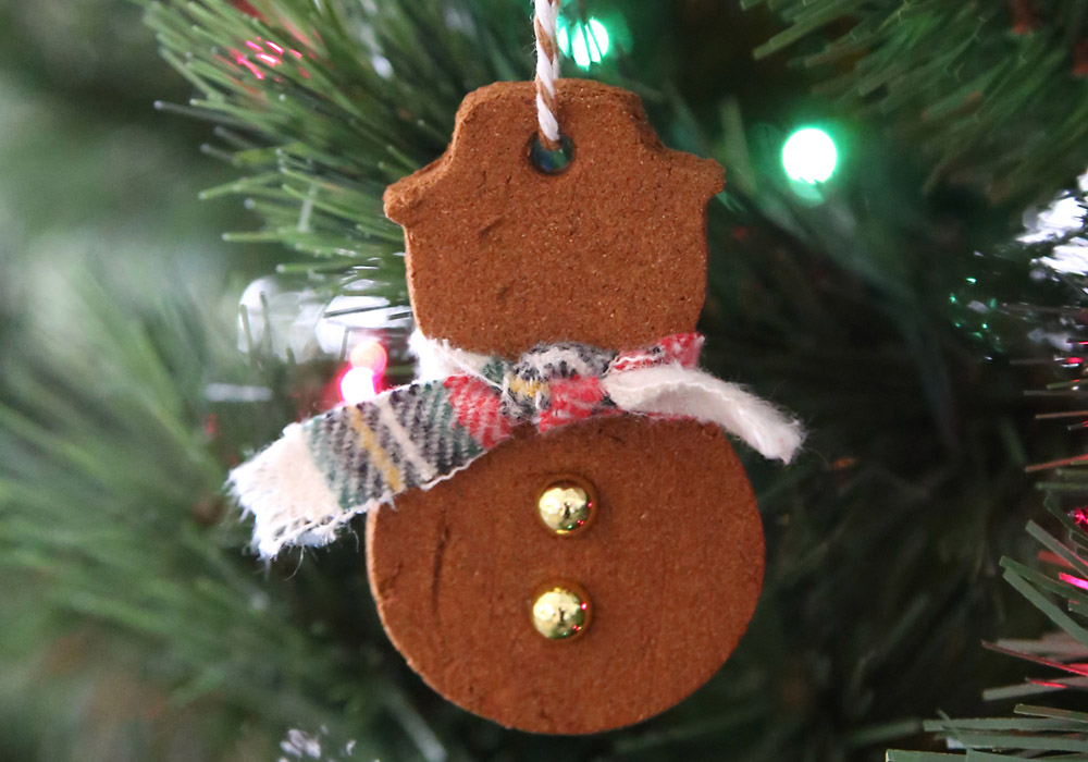 1_cinnamon_applesauce_christmas_ornaments_diy_things_to_do