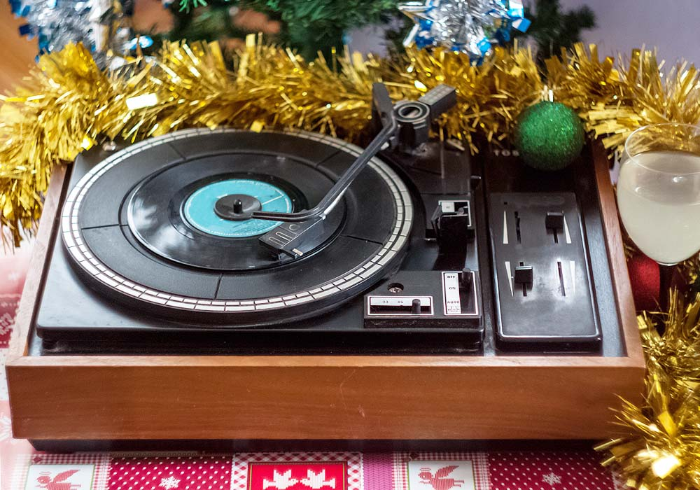 5_christmas_festive_record_player_things_to_do